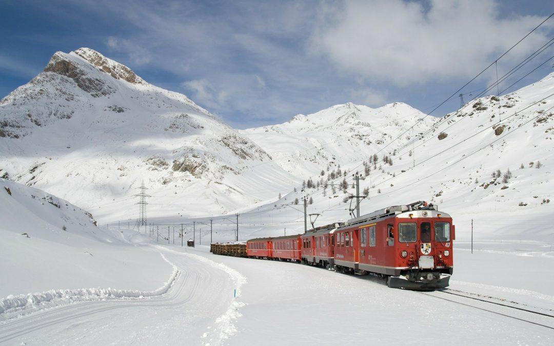 Recorrido ferroviario sobre la nieve.