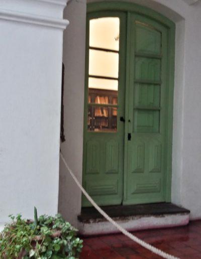 Clásicas puertas del Cabildo de Buenos Aires.